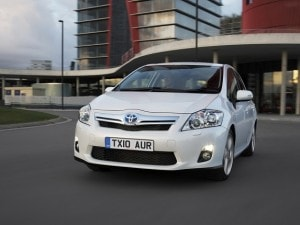 Toyota-Auris-Ibrida-incentivi