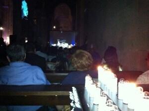 Lo schermo posto in fondo alla navata sinistra del Duomo di Casertavecchia