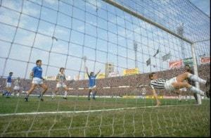 Napoli campione d'Italia: gli azzurri vincono contro la Juventus 3-1