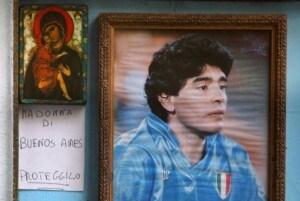Napoli campione d'Italia: edicola votiva in onore a Maradona