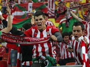400 tifosi dell'athletic bilbao vanno a budapest e non a bucarest dove si giocava la finale di europa league.