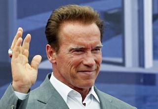 Arnold Schwarzenegger dona un milione di euro per fornire mascherine e guanti ai medici