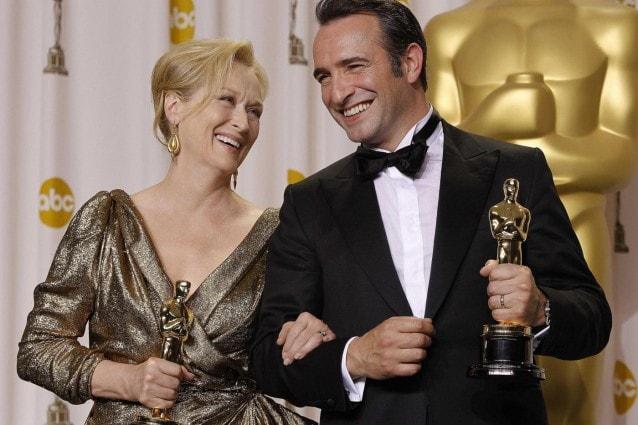 Un trionfo assoluto per l'omaggio al cinema muto di Michel Hazanavicius che conferma lo stato di grazia di Jean Dujardin, passato alla storia come il primo attore francese a ricevere l'oscar come miglior protagonista. Meryl Streep batte Glenn Close, pur meritando entrambe il massimo riconoscimento. Orgoglio italiano: Ferretti-Lo Schiavo premiati per Hugo Cabret di Martin Scorsese.
