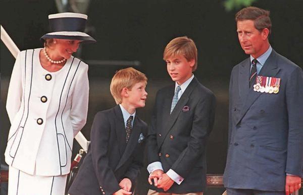 Lady Diana con Carlo d'Inghilterra e i figli William e Harry