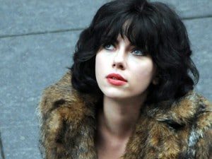 "La diva di Hollywood è la grande star attesa per oggi a Venezia, dove presenterà in anteprima ""Under The Skin"". Nel ""road movie"" di fantascienza interpreterà un alieno dalle fattezze umane che caccia gli uomini grazie all'arma più potente: la seduzione."
