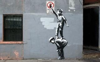 Nuovi graffiti di Banksy a New York: un museo a cielo aperto