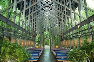 Una chiesa nel bosco