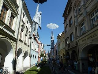 """La """"Lieve incertezza"""" di Michal Trpak: arte urbana per riflettere"""