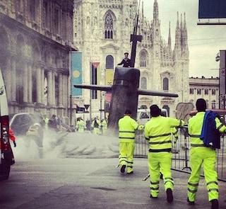 Un sottomarino #L1F3 buca l'asfalto nel centro di Milano! (VIDEO)
