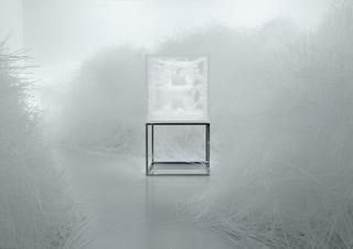 Le sedie di Tokujin Yoshioka: prismi di cristallo tra arte e design