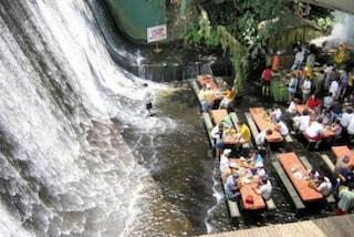 Villa Escudero: il ristorante nella cascata