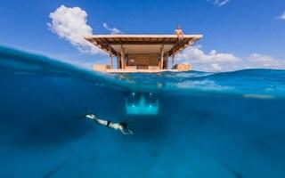 In Africa apre il Manta Resort: il primo hotel sottomarino con una camera subacquea