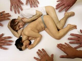 L'iperrealismo scultoreo di Ron Mueck che stupisce e disarma