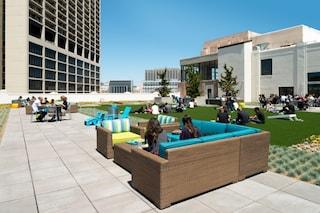 I nuovi uffici Twitter a San Francisco: spazi pensati per essere vissuti di giorno e di notte