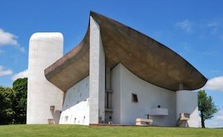 Notre Dame du Haut di Le Corbusier vandalizzata