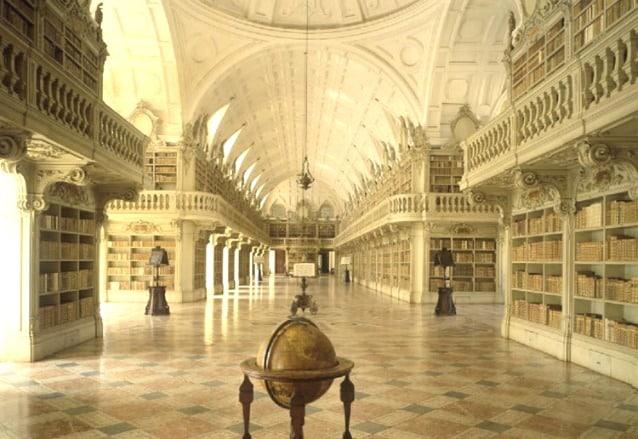 Biblioteca del Palazzo Nazionale di Mafra, Portogallo