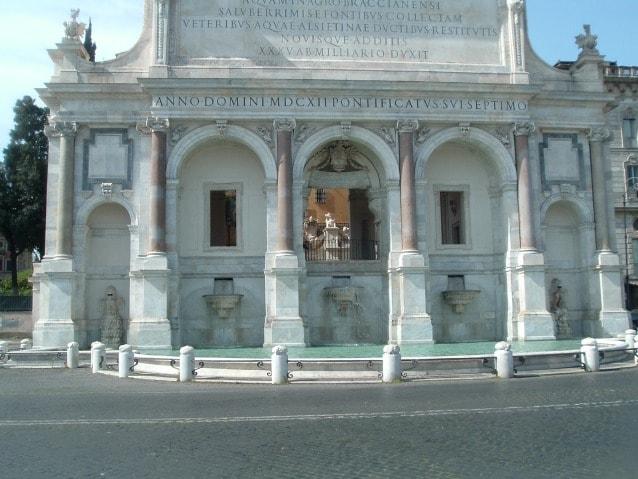 Fontana dell'Acqua Paola, Gianicolo. Foto Giskard Reventlov