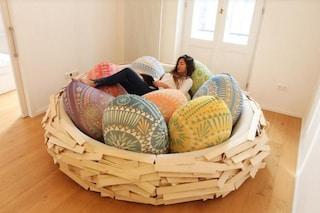 Giant Birdsnest: per Pasqua il divano diventa un nido di morbide uova
