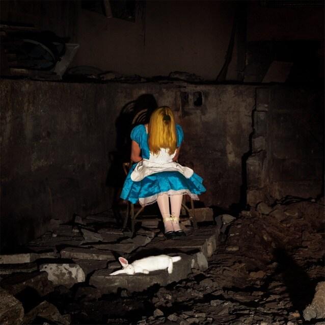 'Solo una trappola – Alice'_ Immagine Thomas Czarnecki