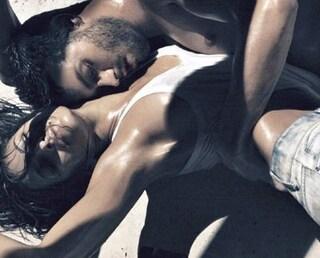 Eva Mendes a seno nudo, campagna pubblicitaria Calvin Klein 2010