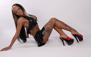 Sexy Cora ci riprova: dopo il record di sesso orale, partecipa al Grande Fratello