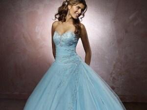 Vestiti Da Sposa Azzurri.Abiti Da Sposa Colorati Collezioni Ispirate Ad Alice In Wonderland