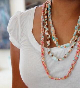 Creare collane di stoffa riciclata: idee per realizzare gioielli ecologici