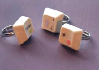 Come riciclare una vecchia tastiera: idee per creare gioielli ecosostenibili