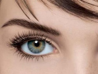 Come ottenere delle sopracciglia perfette scegliendo la forma in base al viso