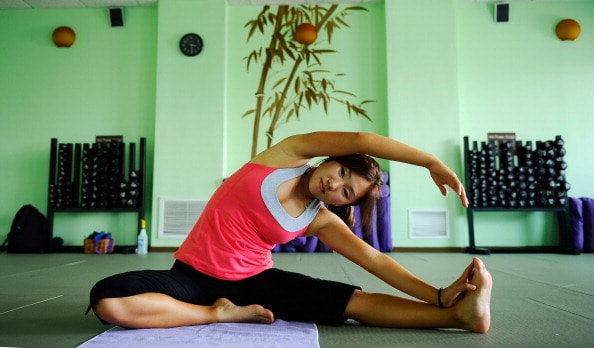 Come perdere peso senza dieta: ecco le posizioni yoga per dimagrire