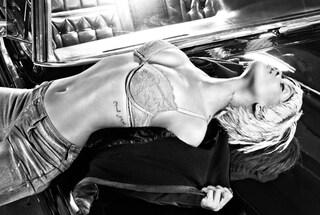 Rihanna in lingerie sexy per Armani
