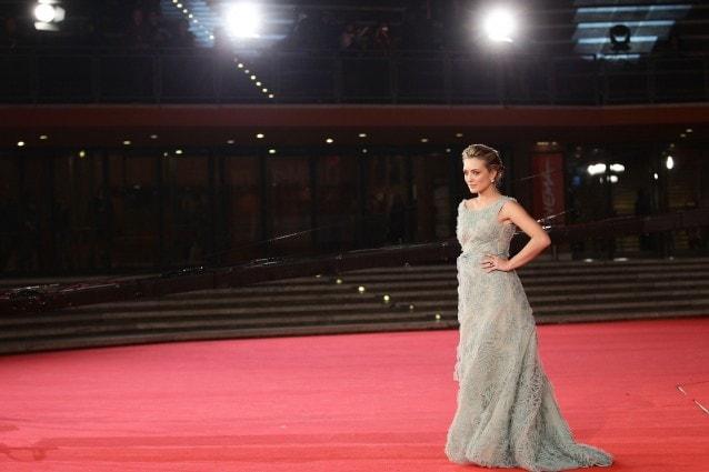 Le star sfilano sul red carpet