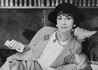 Cinquant'anni fa moriva Coco Chanel: i suoi abiti parlavano alle donne di emancipazione e libertà