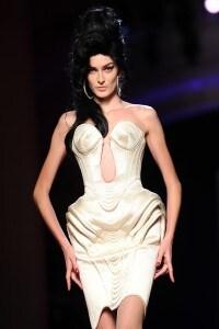 Amy-Winehouse-in-passerella