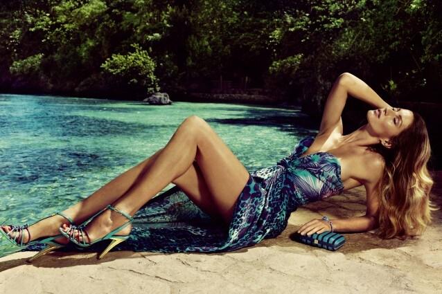 Salvatore Ferragamo sceglie la top model Gisele Bundchen per la campagna pubblicitaria estiva ambientata nel paradiso esotico della Jamaica.
