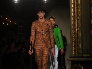 La Maison Moschino presenta in una cornice barocca la collezione maschile Autunno/Inverno 2012-2013