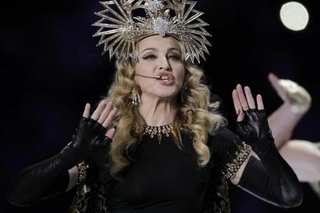 Madonna egiziana nel look di Givenchy