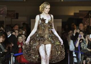 Abiti di cioccolato sfilano al Salon du Chocolat 2012