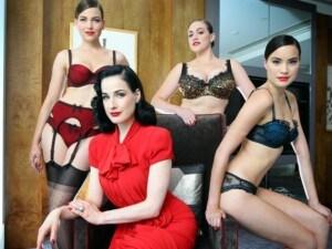 Ecco le linee audaci, morbide e irresistibilmente sexy per la nuova collezione d'intimo Von Follies presentata a Melbourne dalla regina del burlesque, Dita Von Teese.