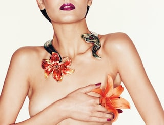 Accessori e gioielli per un look floreale