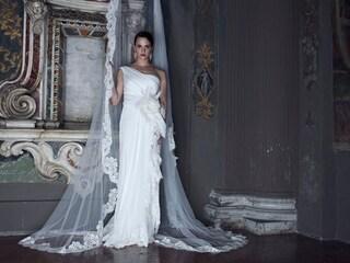 Asia Argento in abiti da sposa per Alberta Ferretti