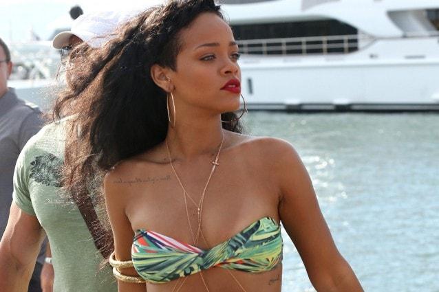 I look di Rihanna nelle vacanze italiane