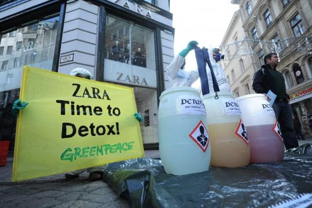 Greenpeace denunica l'uso di sostante tossiche nei vestiti dei grandi marchi