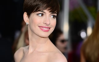 Copia il look di Anne Hathaway con capi low cost