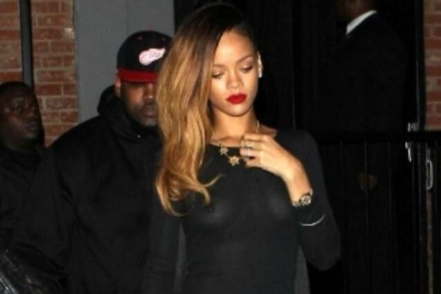 Rihanna e il nude look che lascia senza fiato