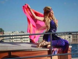 Shakira lancia una collezione di sandali