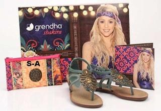 Shakira firma una collezione di sandali per l'estate