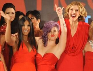 A New York abiti rossi in passerella per combattere le malattie al cuore delle donne