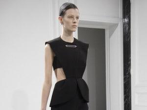 Alexander Wang per Balenciaga, il debutto a Parigi fa rimpiangere Ghesquière