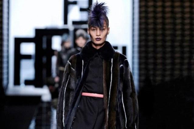 Fendi collezione AutunnoInverno 2013-14 donne punk con la pelliccia